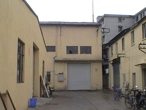 上海宝山区通河独门独院可分割单层带行车标准厂房出租